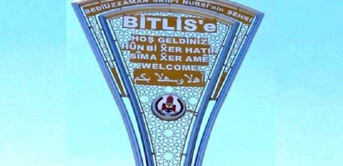 Tepkiler üzerine Bitlis'e Kürtçe tabelalar geri döndü