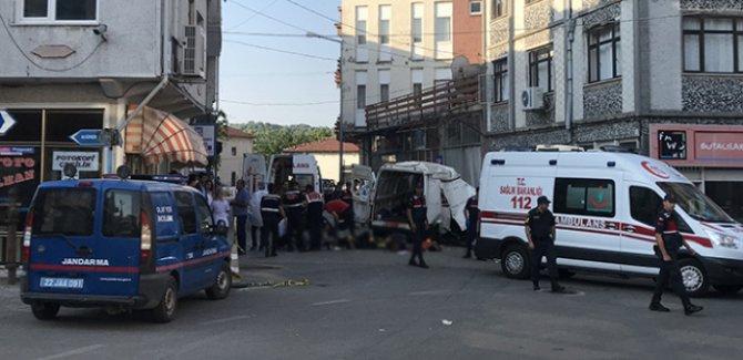 Göçmenleri taşıyan araç kaza yaptı: 10 ölü, 30 yaralı