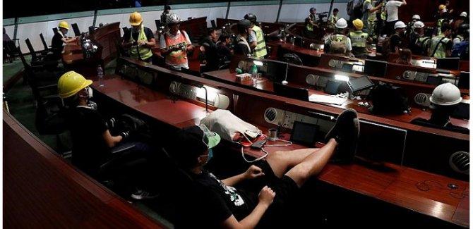 Çin: Hong Kong eylemleri başkaldırı