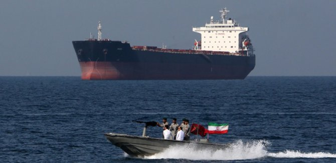 İran: Tüm ABD gemilerini adım adım takip ediyoruz