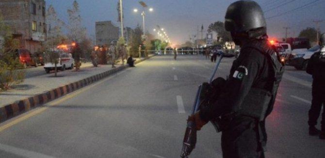 Pakistan'da çifte saldırı:10 ölü