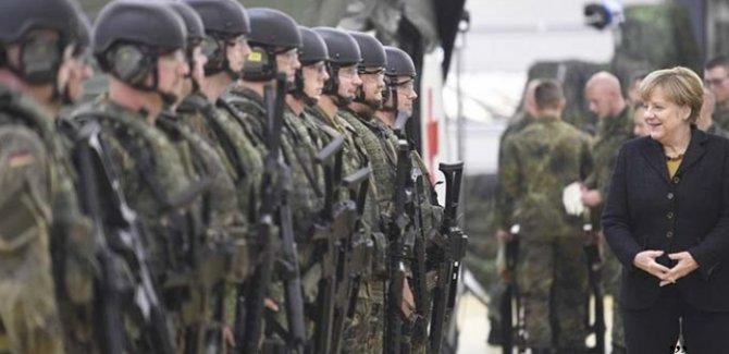 Almanya'ya Hürmüz Boğazı'na 'asker gönder' çağrısı