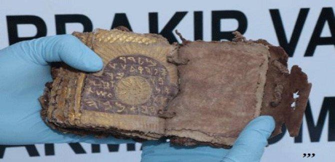 Diyarbakır'da Roma dönemine ait altın yazmalı kitap ele geçirildi