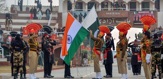 Pakistan Hindistan ile ilişkilerini askıya aldı