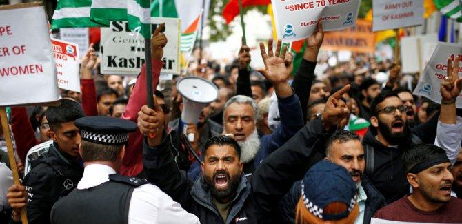Hindistan'ı Londra'da binlerce kişi protesto etti