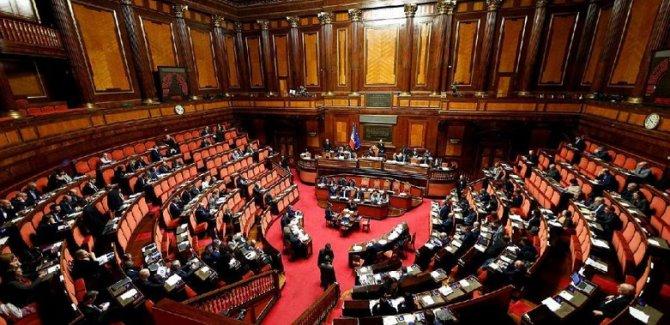 İtalya'da hükümet krizi büyüyor