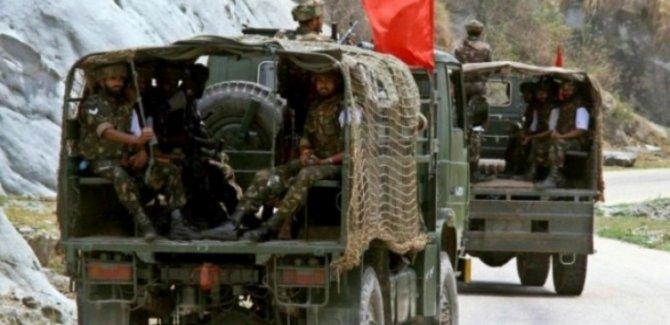 Hindistan Güçleri Keşmirli Protestoculara Saldırdı