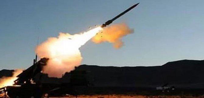 Husiler Suudi Arabistan'a balistik füzeyle saldırdı