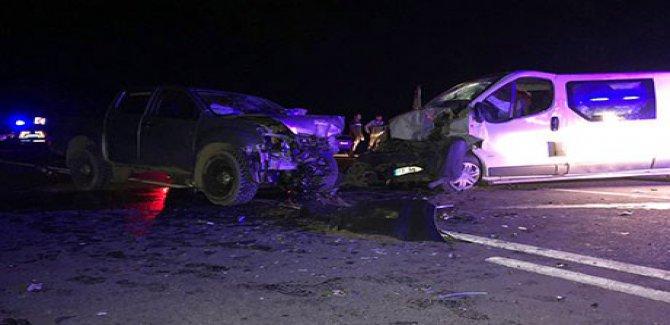 Batmanlı işçileri taşıyan minibüs kaza yaptı: 13 yaralı