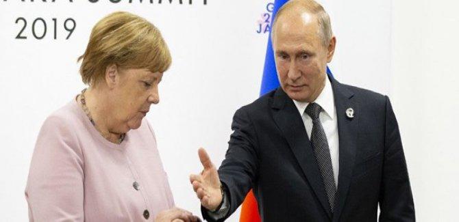 Putin ile Merkel Suriye meselesini görüştü
