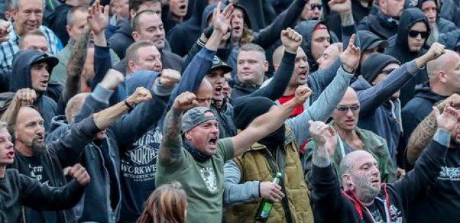 """Almanya'da aşırı sağcılar """"göçmen avında"""""""