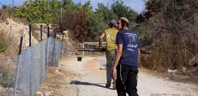 Batı Şeria'da Filistinlilerin Arazisine El Konuluyor