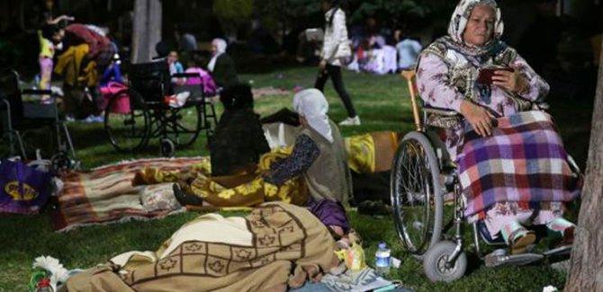 İstanbullular geceyi parklarda geçirdi