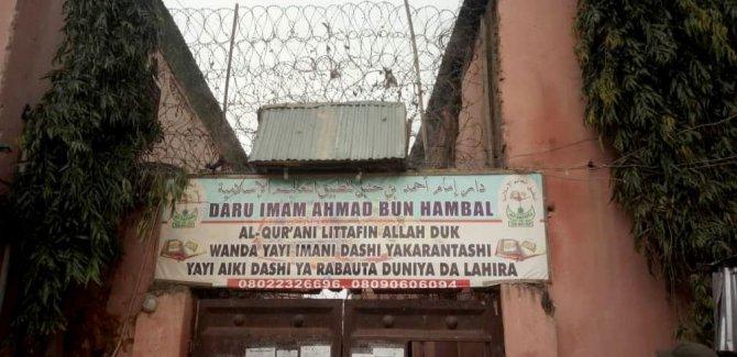 300'den fazla çocuk zincirlenmiş halde bulundu