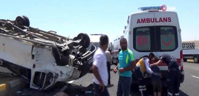 Diyarbakır'da göçmenleri taşıyan minibüs devrildi