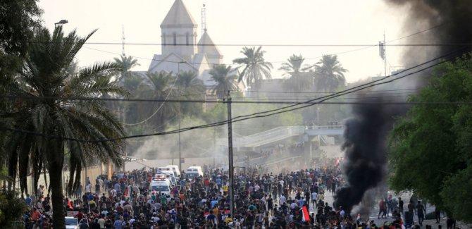 Irak'ta protestolar sürüyor, İnternet kesildi