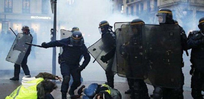 Fransa'da Halk Sokaklarda
