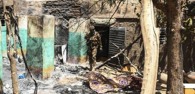 Mali'de Halk Batılı üslere Saldırdı