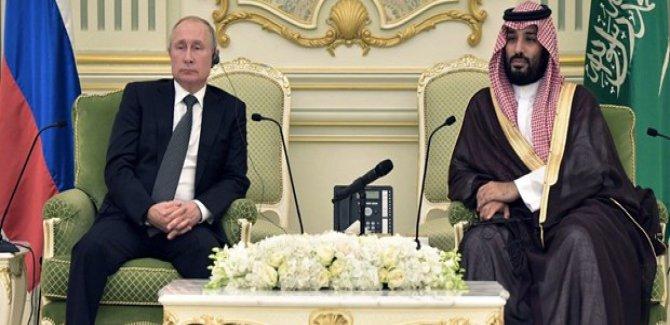 Putin Suudi Arabistan'da 20 anlaşmaya imza attı