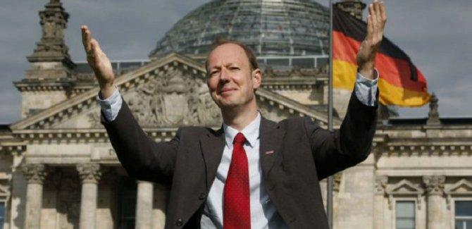 Alman parlamenter: Biz de Türkleri geri göndeririz