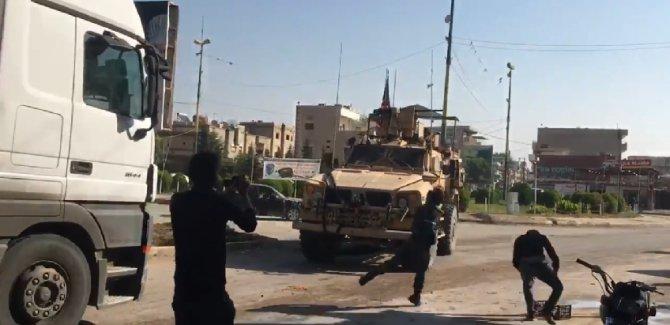 Suriyeli Kürtler'den ABD'ye taşlı ve patatesli saldırı