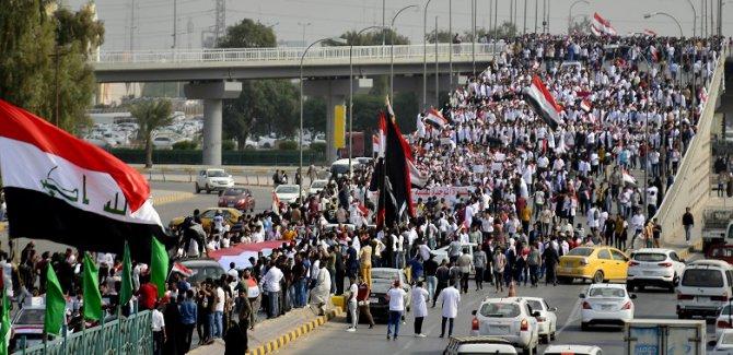 Göstericiler petrol kuyusunun yolunu kapattı