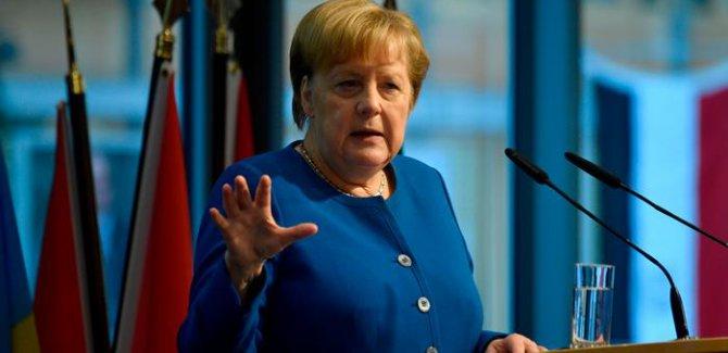 Merkel'den Türkiye'ye sığınmacılar için yeni yardım sinyali
