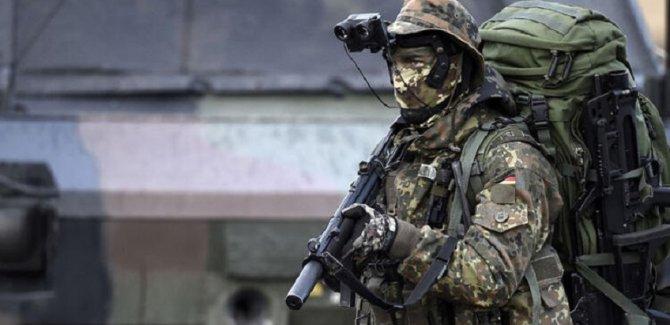 Kadın eli sıkmayan askeri ordudan attılar!