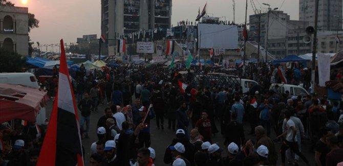 Şiddet tırmanıyor, Göstericiler valilik binasına girdi