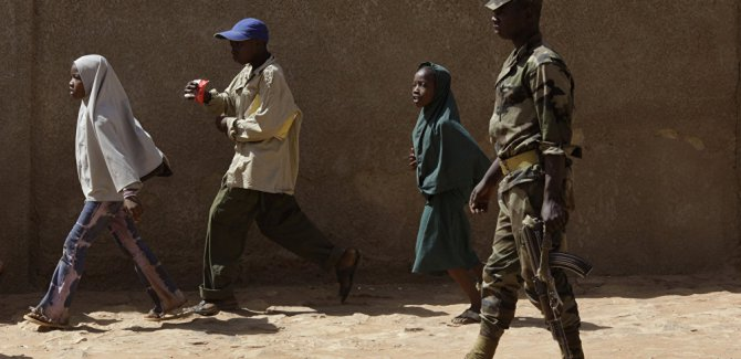 Askeri kampa saldırı: En az 70 asker öldü