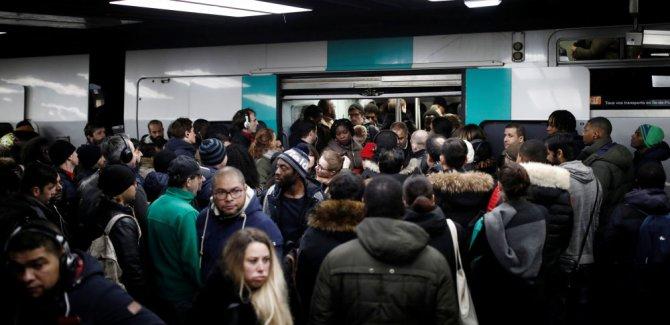 Fransa'da grevler kaosa dönüştü