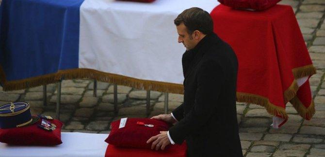 Kamerun: Fransa'da ölmek için yeterince genç Fransız yok mu?