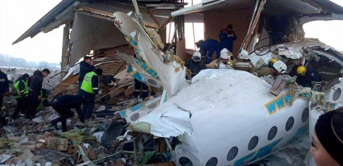 Kazakistan'da yolcu uçağı düştü:Çok sayıda ölü var