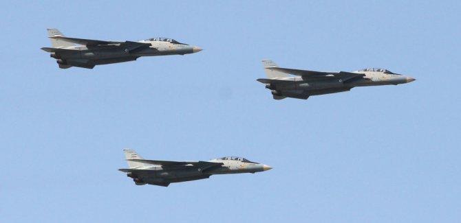 İran, savaş uçaklarını sınıra sevk etti