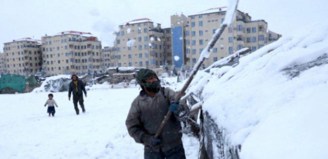 Kar yağışı Pakistan'ı olumsuz etkiliyor: Ölü sayısı 57'ye çıktı