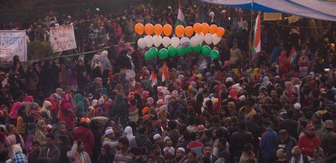 Hindistan'da ırkçı Vatandaşlık Yasası'na karşıtı protestolar sürüyor