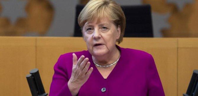 Merkel'den Libya konferansı için 11 ülkeye davet