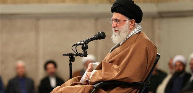 İran'da 8 yıl sonra ilk: Cuma namazına Ayetullah Hamaney imamlık ediyor