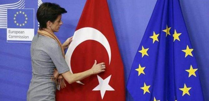 AB Türkiye'ye tahsis edilen fonları yüzde 75 kıstı