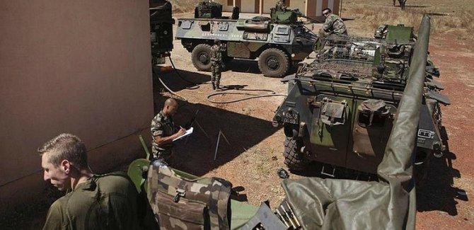 Fransa belası Afrika'nın yakasını bırakmıyor