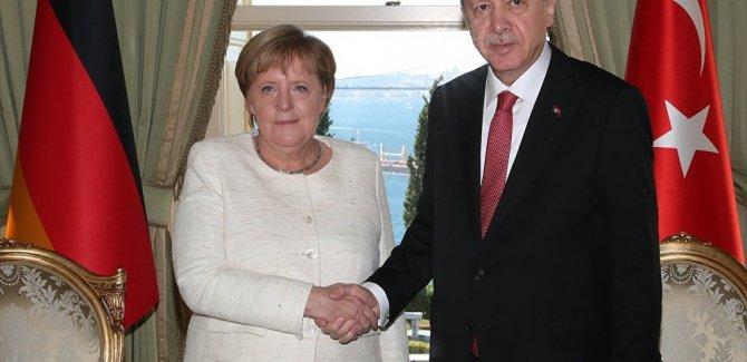 Merkel İstanbul'da