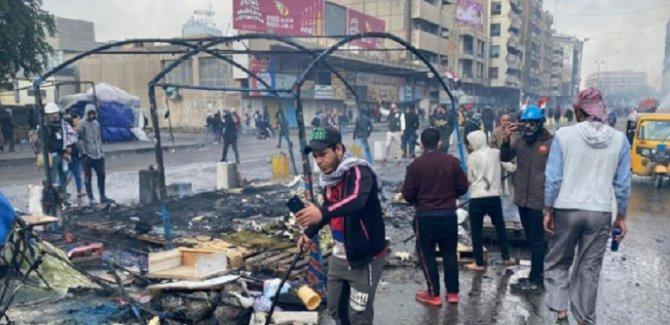 Tahrir Meydanı'nda çadırlar yakıldı