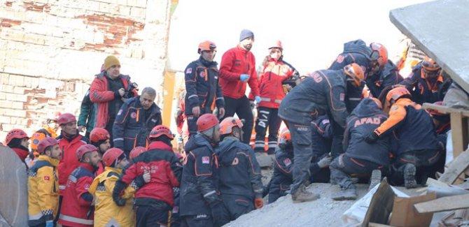 AFAD'dan deprem bölgesine yardım uyarısı