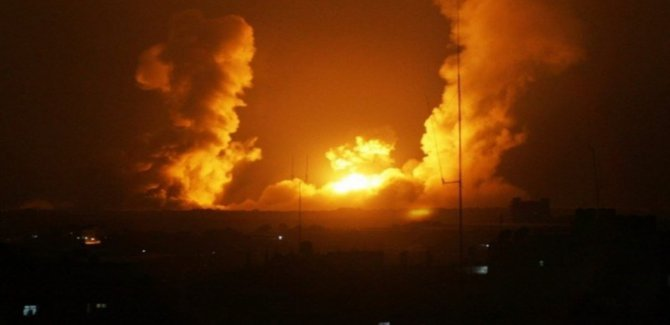 Terör Rejimi İsrail Gazze'yi Bombaladı