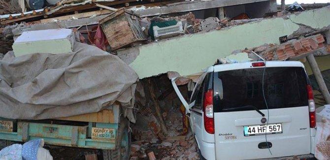 Elazığ'da 4 kişi daha enkazdan çıkarıldı: Ölü sayısı 35'e yükseldi