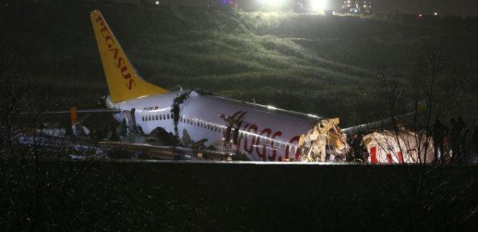Uçak kazasında 3 kişi  hayatını kaybetti,180 yaralı