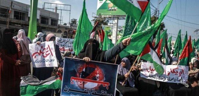 Gazze'de Kadınlar Sokaklara Akın Etti