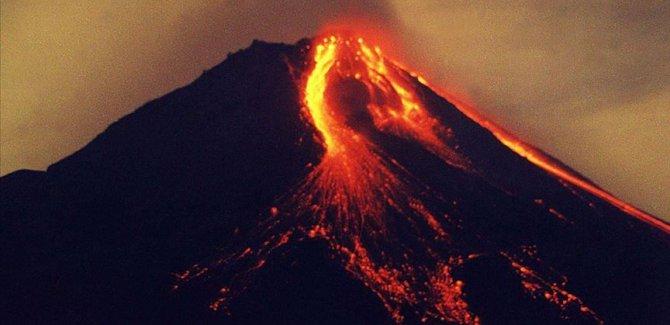 Li Endonezyayê di Çiyayê Agirîn ê Merapiyê da teqîn çêbû