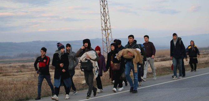 Binlerce göçmen Avrupa sınırına ilerliyor