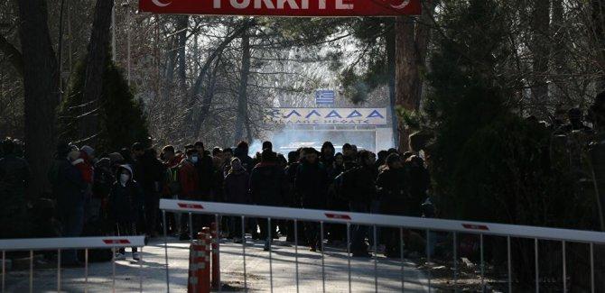 Yunanistan sınırında sığınmacılara gazlı müdahale